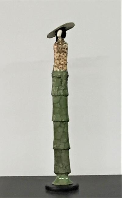 Femme Art déco robe verte, chemisier à pois et chapeau - Céramique - 42 cm