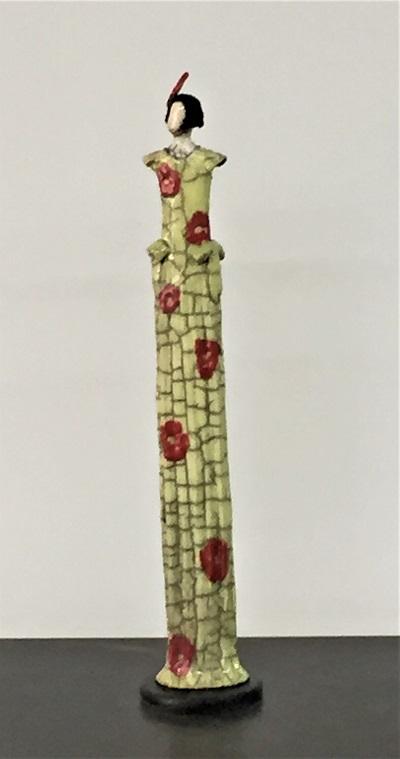 Femme Art Déco robe amande fleurs mauve et plume dans les cheveux - Céramique - 42 cm